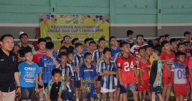 Fachrori Buka Turnamen Bulutangkis Angso Dua Cup